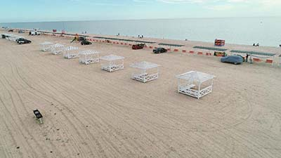 Ряды беседок на пляже